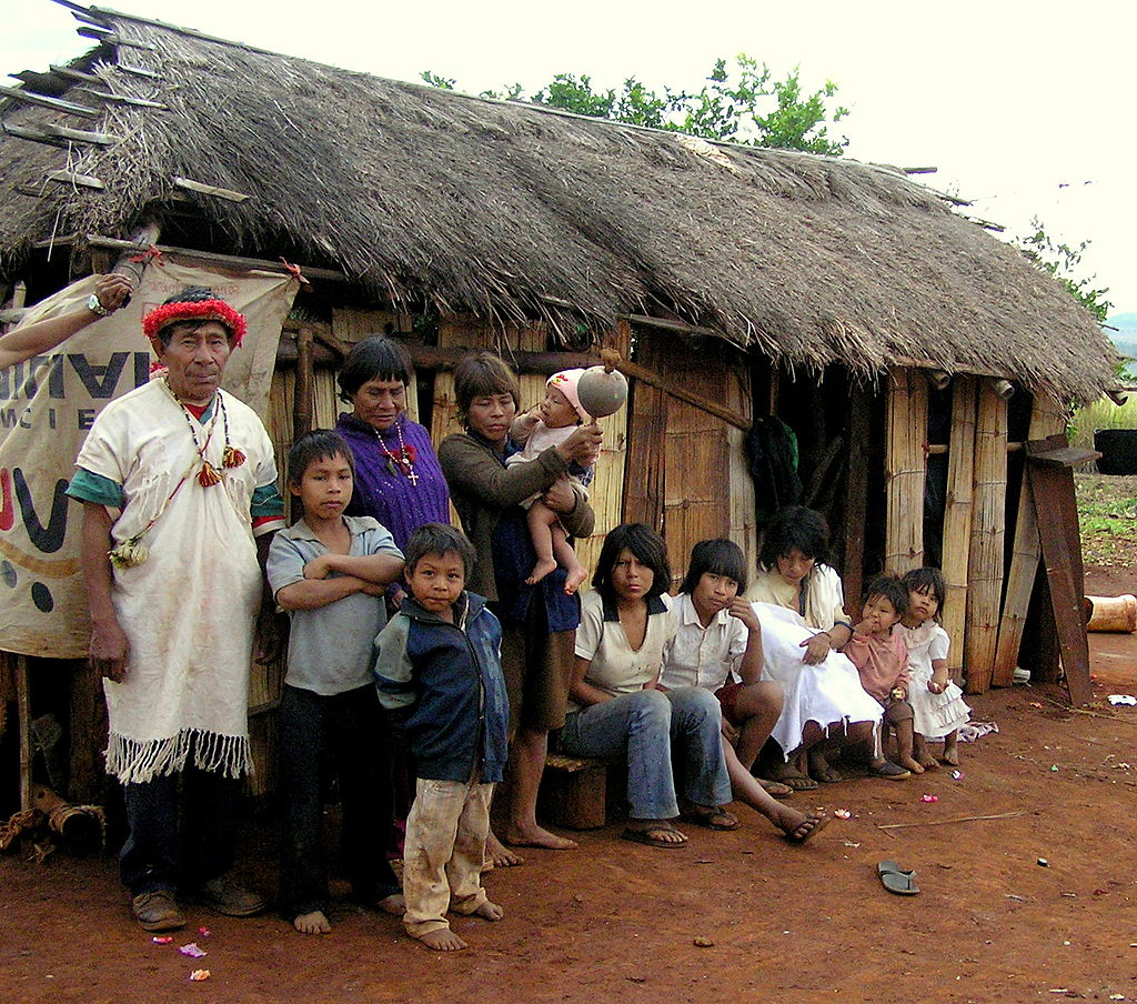 Familia guaraní en Paraguay. Frank O Weaver.