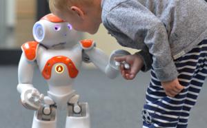 El robot humanoide Nao enseña alemán a niños inmigrantes